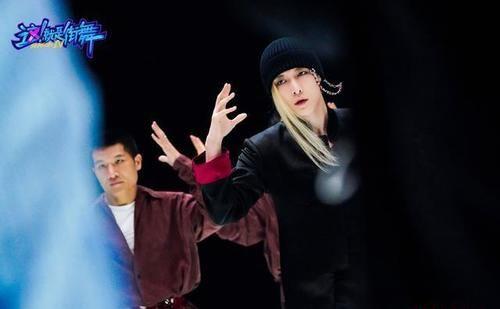《街舞4》韩庚刘亨利上演《追忆似水年华》 但最精彩的还是LAY
