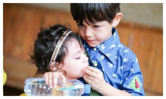 刘烨一家为刘恺威庆生,10岁儿子诺一遭网友调侃:越.